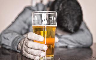 Как вывести алкоголь из организма: способы, препараты, народные методы