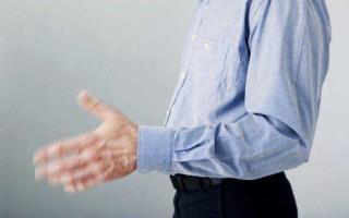 Почему у алкоголиков трясутся руки?