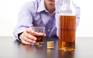 Как помочь бросить пить алкоголику, если он этого не хочет?