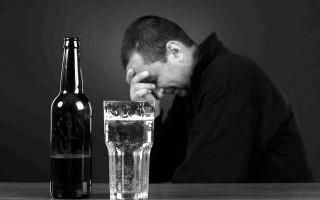 Почему возникает депрессия после алкоголя и как с ней справиться?
