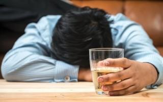 Может ли алкоголизм привести к облысению?