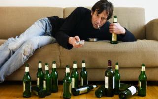Может ли алкоголик сам бросить пить?