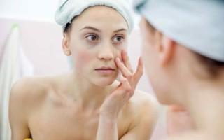 Как убрать мешки под глазами после похмелья